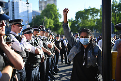© Licensed to London News Pictures. 31/05/2020. London, UK. Protesters react to police. Demonstrators gathered Parliament in London, protesting the police killing of George Floyd, an unarmed black man in Minneapolis who died in police custody while an officer kneeled on his neck to pin him down. Photo credit: Guilhem Baker/LNP