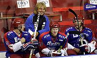 """Ishockey<br /> GET-Ligaen<br /> Treningskamp<br /> 17.08.07<br /> Jordal Amfi<br /> Vålerenga VIF - Stavanger Oilers<br /> VIFs trener Espen """" Shampo """" Knutsen kunne smile etterhvert som målene rant inn - Her med nyinnkjøpte Johnny Bruun , Mattias Trygg og nye Cato Cocozza<br /> Foto - Kasper Wikestad"""