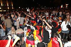23.06.2010, Leopoldstrasse Schwabing, Muenchen, GER, FIFA Worldcup, Fanfeier nach Ghana vs Deutschland,  im Bild Fans , EXPA Pictures © 2010, PhotoCredit: EXPA/ nph/  Straubmeier