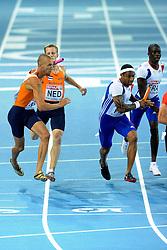 01-08-2010 ATLETIEK: EUROPEAN ATHLETICS CHAMPIONSHIPS: BARCELONA<br /> Netherlands 4x400 meter relay Dennis Spillekom third athlete on the 400 relay. In the front Robert Lathouwers<br /> ©2010-WWW.FOTOHOOGENDOORN.NL