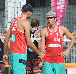 17-07-2014 NED: FIVB Grand Slam Beach Volleybal, Apeldoorn<br /> Poule fase groep A mannen - Sean Rosenthal (1), Philip Dalhausser (2) USA