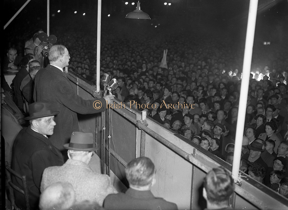 Eamon de Valera speaking at Eve of Poll rally for Fianna Fail.