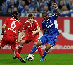 03.04.2010, VELTINS Arena, Gelsenkirchen, GER, 1. FBL, FC Schalke 04 vs. FC Bayern Muenchen, 29. Spieltag, im Bild Diego Contento ( Bayern #26 ), Martin Demichelis (Bayern #6) Holger Badstuber ( Bayern #28 ) - Jefferson Farfan (Schalke #17). EXPA Pictures © 2010, PhotoCredit: EXPA/ nph/  Conny Kurth / SPORTIDA PHOTO AGENCY