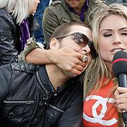 NLD/Amsterdam/20100430 - Radio 538 Koniginnedag Concert 2010, Waylon en zwangere Nikki Plessen