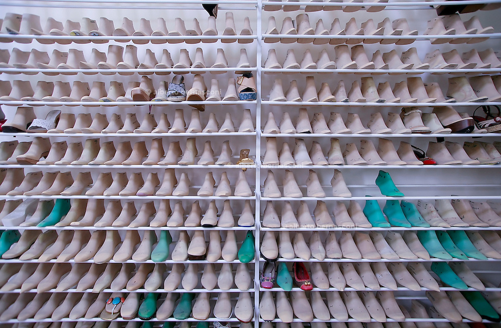 Fiesso, Padova: fabbrica scarpe Louis Vuitton. L'archivio dei calchi delle scarpe Italy, Padoa, louis vuitton shoe factory. When the Louis Vuitton fashion house needed a line of prêt-a-porter shoes they asked some simple questions. Where are the best suppliers? Where are the best master craftsmen? Where are the best shoemaker training facilities? And the answer to all these was: Italy. Therefore, in 2005, this globally recognized symbol of French luxury opened a new manufacturing facility in the Veneto region in the northwest of the country. Here you can  found a modern factory using the most advanced techniques and technologies, where nothing is imported, and the shoes are even conceptualized, designed and produced all under one roof