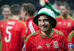 ZENICA, BOSNIA & HERZEGOVINA - Saturday, October 10, 2015: Wales Joe Allen celebrates after securing a place at next years Euro Championships after the Bosnia & Herzegovina vs Wales match at the Stadion Bilino Polje during the UEFA Euro 2016 qualifying Group B match. (Pic by Peter Powell/Propaganda)