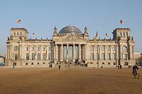 25 FEB 2003, BERLIN/GERMANY:<br /> Reichtagsgebaeude, Sitz des Deutschen Bundestages, im Abendlicht<br /> IMAGE: 20030225-01-017<br /> KEYWORDS: Deutscher Bundestag, Reichtag