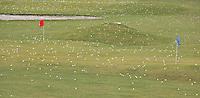 AMSTERDAM - Oefenballen op de drivin' range van Golfbaan De Hoge Dijk in Amsterdam. COPYRIGHT KOEN SUYK