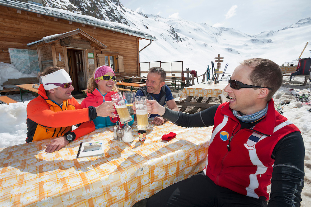 Group skiers cabin lunch beer winter snow