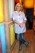 Beeld en Geluid Award-winnaar 'De TV Kantine' keert op vrijdag 9 april terug bij RTL 4. In deze nieuwe reeks persifleren Carlo Boszhard en Irene Moors weer vele bekende tv-personalities waarvan een aantal voor de eerste keer, zoals de Frogers, Cheryl en Martin Morero, Maik de Boer en Paul de Leeuw.<br /> <br /> op de foto:  Irene Moors