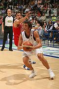 DESCRIZIONE : Bologna Lega A1 2006-07 Climamio Fortitudo Bologna Bipop Carire Reggio Emilia<br /> GIOCATORE : Belinelli Arresto e Tiro<br /> SQUADRA : Climamio Fortitudo Bologna<br /> EVENTO : Campionato Lega A1 2006-2007 <br /> GARA : Climamio Fortitudo Bologna Bipop Carire Reggio Emilia<br /> DATA : 19/04/2007 <br /> CATEGORIA : Tecnica Tiro Penetrazione<br /> SPORT : Pallacanestro <br /> AUTORE : Agenzia Ciamillo-Castoria/M.Marchi