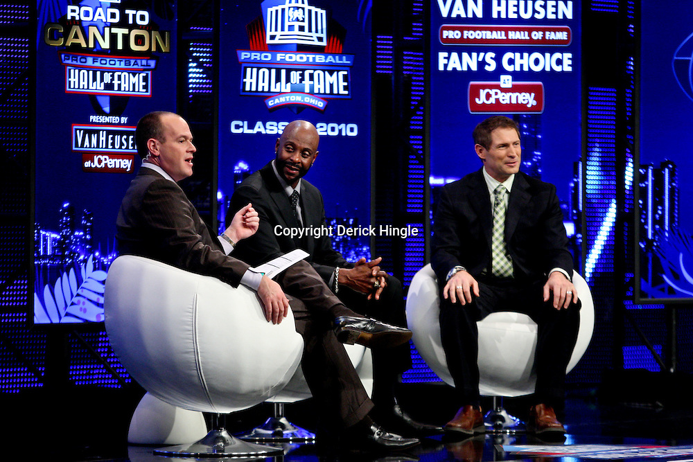 06 February, 2010: Rich Eisen and former teammates Jerry Rice and Steve Young talk on stage after Rice was announced as one of the newest Enhrinees into the Hall of Fame during a press conference for the Pro Football Hall of Fame Class of 2010 Enshrinees held at the Greater Ft. Lauderdale/Broward County Convention Center in Fort Lauderdale, Florida.