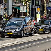 NLD/Amsterdam/20171014 - Besloten  herdenkingsdienst overleden burgemeester Eberhard van der Laan, aankomst rouwstoet