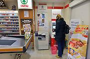Nederland, Leuth, 24-11-2014In dit dorpje in de Ooijpolder staat een geldautomaat van de Regiobank in de Spar supermarkt.. Er is geen bankkantoor meer, en ook geen pinautomaat in het dorp.Dit is enige in het dorp  en Regio Bank wil deze dienstverlening op het platteland verder uitbreiden naar andere dorpen.Foto: Flip Franssen/Hollandse Hoogte