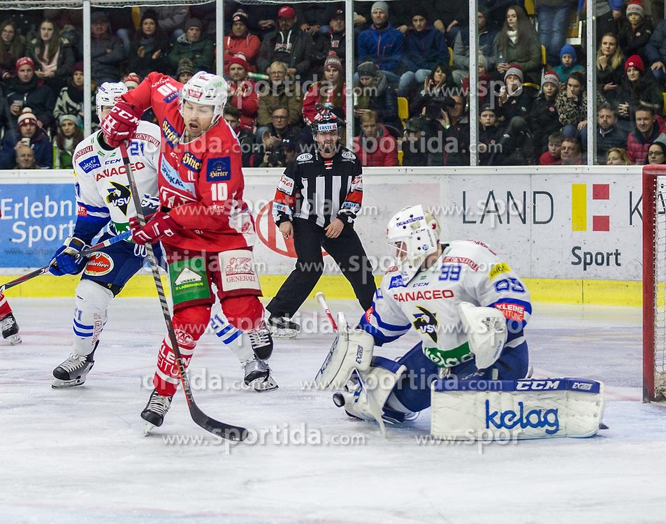 28.12.2018, Stadthalle, Klagenfurt, AUT, EBEL, EC KAC vs EC VSV, 32. Runde, im Bild Matt Pelech (EC Panaceo VSV, #21), Andrew KOZEK (EC KAC, #10), Dan Bakala (EC Panaceo VSV, #39) // during the Erste Bank Eishockey League 32th round match between EC KAC and EC VSV at the Stadthalle in Klagenfurt, Austria on 2018/12/28. EXPA Pictures © 2018, PhotoCredit: EXPA/ Gert Steinthaler