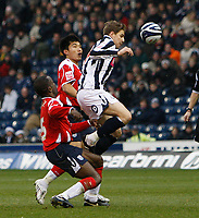 Photo: Steve Bond/Sportsbeat Images.<br /> West Bromwich Albion v Charlton Athletic. Coca Cola Championship. 15/12/2007. Zoltan Gera (R) breaks through, between Chris Powell (L) and Zheng Zhi (C)