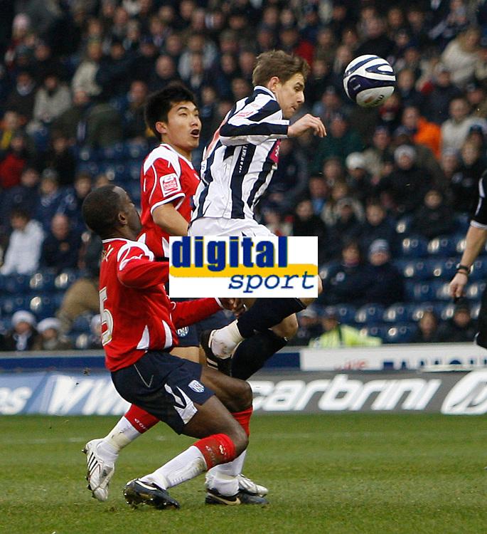Photo: Steve Bond/Sportsbeat Images.<br /> West Bromwich Albion v Charlton Athletic. Coca Cola Championship. 15/12/2007. Zoltan Gera (R) breaks through, between Chris Powell (L) and Zheng Zhi (C)