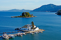 Grece, iles Ioniennes, Corfou, Kanoni, monastere Vlacherna et ile Pontikonissi // Greece, Ionian island, Corfu island, Kanoni, Vlacherna Monastery and Pontikonissi island
