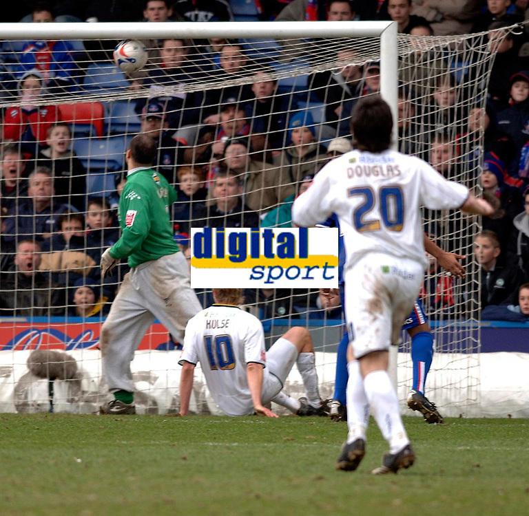 Photo: Daniel Hambury.<br />Crystal Palace v Leeds United. Coca Cola Championship. 04/03/2006.<br />Leeds' Rob Hulse (seated) makes it 0-2.