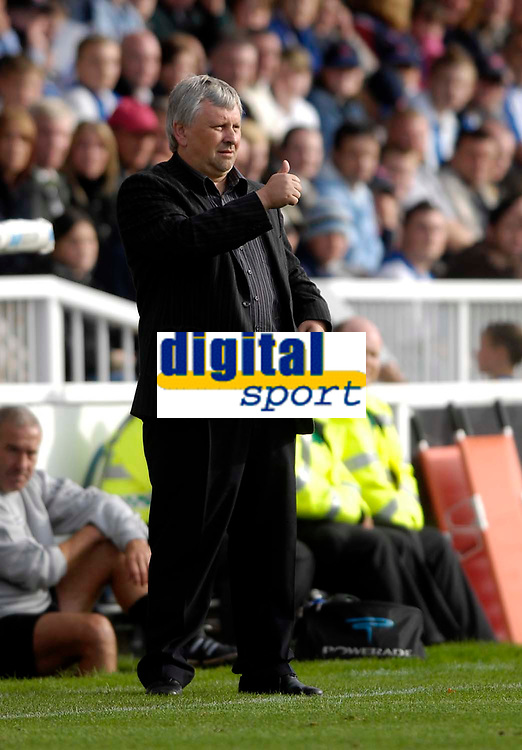 Photo: Jed Wee/Sportsbeat Images.<br /> Hartlepool United v Swindon Town. Coca Cola League 1. 15/09/2007.<br /> <br /> Swindon manager Paul Sturrock gives the thumbs up.