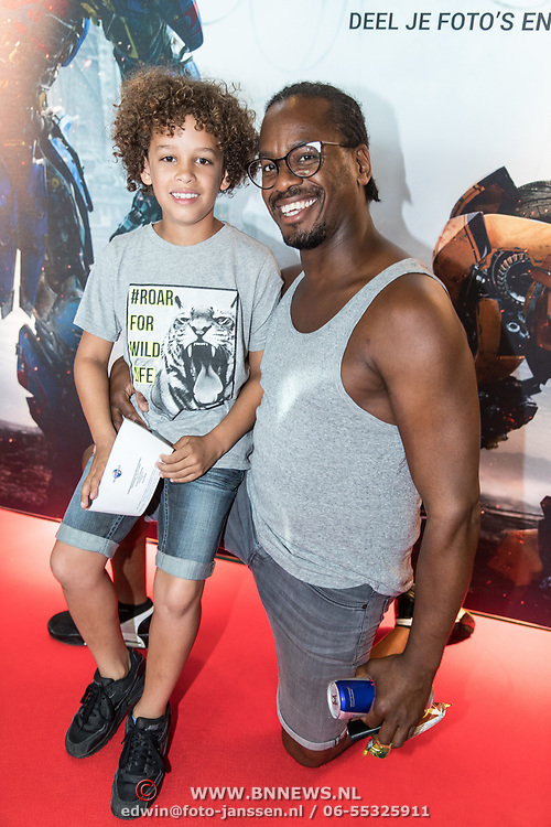 NLD/Amsterdam//20170621 - Premiere Transformers 3D: The Last Knight, Rogier Komproe met zijn zoon