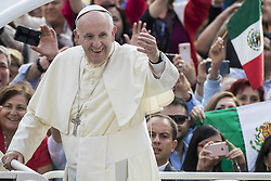 September 21, 2016 - Vatican City, Vatican - Pope Francis greets the faithful as he arrives to celebrate his Weekly General Audience in St. Peter's Square in Vatican City, Vatican. (Credit Image: © Giuseppe Ciccia/Pacific Press via ZUMA Wire)