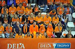 18-09-2011 VOLLEYBAL: DELA TROPHY NEDERLAND - TURKIJE: ALMERE<br /> Nederland wint met 3-0 van Turkije en wint hierdoor de DELA Trophy / Oranje support, publiek<br /> ©2011-FotoHoogendoorn.nl