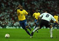 Photo: Tony Oudot.<br /> England v Brazil. International Friendly. 01/06/2007.<br /> Robinho of Brazil goes past Frank Lampard of England