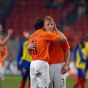 NLD/Amsterdam/20060301 - Voetbal, oefenwedstrijd Nederland - Ecuador, Dirk Kuyt word gefeliciteerd met zijn doelpunt