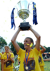 20-05-2007 HOCKEY: FINALE PLAY OFF: DEN BOSCH - AMSTERDAM: DEN BOSCH <br /> Den Bosch voor de tiende keer op rij kampioen van de Rabo Hoofdklasse Dames. In de beslissende finale versloegen zij Amsterdam met 2-0 / Mijntje Donners speelde haar laatste wedstrijd<br /> ©2007-WWW.FOTOHOOGENDOORN.NL