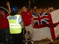 Lisbona - Lisboa 12/6/2004 <br />English fans face Police at Rossio Place. <br />Tifosi inglesi fronteggiano la polizia in Piazza Rossio.<br />Photo Graffiti
