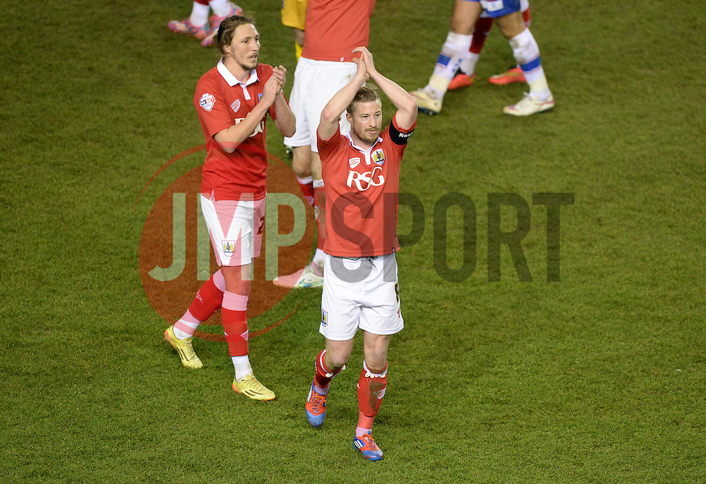 Bristol City's Wade Elliott claps the home support. - Photo mandatory by-line: Alex James/JMP - Mobile: 07966 386802 - 29/01/2015 - SPORT - Football - Bristol - Ashton Gate - Bristol City v Gillingham - Johnstone Paint Trophy Southern area final