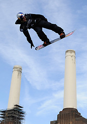 29.10.2011, Battersea Power Station, London GBR, FIS Snowboard Worldcup, Relentless Freeze Festival, im Bild FIS World Cup 2012 Heat 1,Dimi De JONG, of NED // during FIS Snowboard Worldcup at Relentless Freeze Festival in London, United Kingdom on 29/10/2011. EXPA Pictures © 2011, PhotoCredit: EXPA/ TNT Sports/ Nick Tapsell +++++ ATTENTION - OUT OF ENGLAND/GBR +++++
