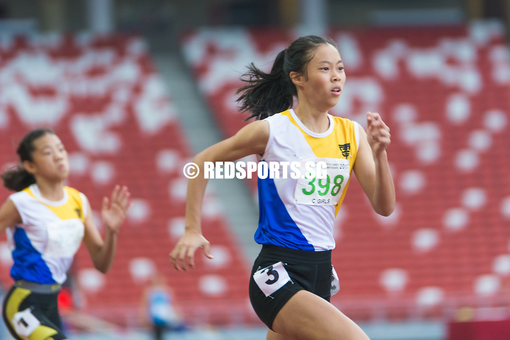 Elizabeth-Ann Tan (#398) of Nanyang Girls' High School broke the 24-year-old C Division girls' 100m record with a timing of 12.41s, which also ranked her as the fastest 100m female sprinter across all divisions. Story: https://www.redsports.sg/2017/05/03/b-c-div-100m-elizabeth-ann-tan/