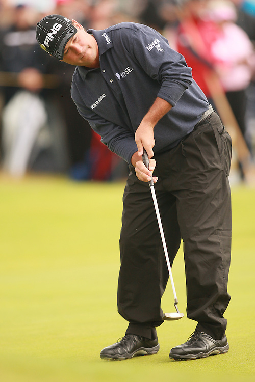 CARNOUSTIE, SCOTLAND - JULY 22:  Chris DiMarco hits a putt during the fourth round of the 136th Open Championship in Carnoustie, Scotland at Carnoustie Golf Links on Sunday, July 22, 2007. (Photo by Darren Carroll/Getty Images) *** LOCAL CAPTION *** Chris DiMarco