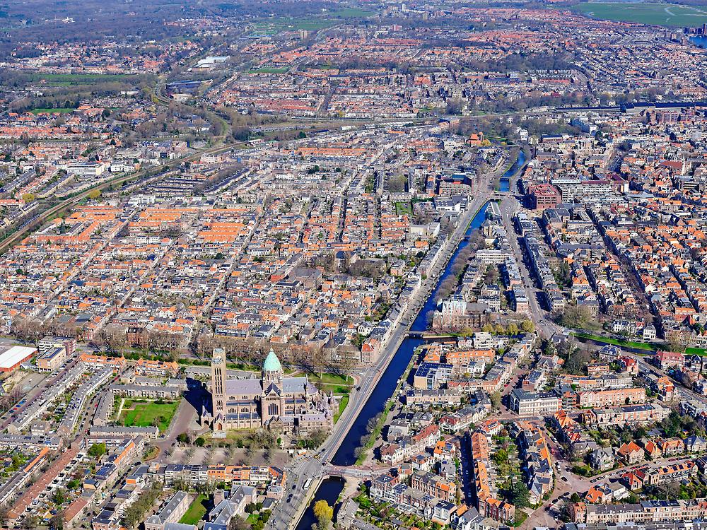 Nederland, Noord-Holland, Haarlem;  03-23-2020; overzicht Haarlem langs de lijn van de Leidsevaart. Binnenstad in het verschiet, in de voorgrond de Kathedrale Basiliek St. Bavo.<br /> Overview Haarlem along the line of the Leidsevaart. City center in the offing, in the foreground the Cathedral Basilica of St. Bavo.<br /> <br /> luchtfoto (toeslag op standard tarieven);<br /> aerial photo (additional fee required)<br /> copyright © 2020 foto/photo Siebe Swart