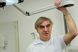 04-12-2009 ALGEMEEN: PORTRET ANDRE BOLHUIS: UTRECHT<br /> Portret van Andre Bolhuis , oud hockeyer en wordt voorgedragen als nieuwe voorzitter van NOC * NSF, in zijn tandartspraktijk<br /> ©2009-WWW.FOTOHOOGENDOORN.NL