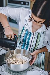 THEMENBILD - eine Frau beim Zubereiten von frischem Brot, aufgenommen am 04. April 2020, Österreich // a woman making homemade bread, Austria on 2020/04/04. EXPA Pictures © 2020, PhotoCredit: EXPA/ JFK