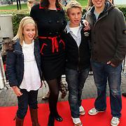 NLD/Utrecht/20080928 - Premiere Radeloos, Irene van Laar met dochter India en vriendjes