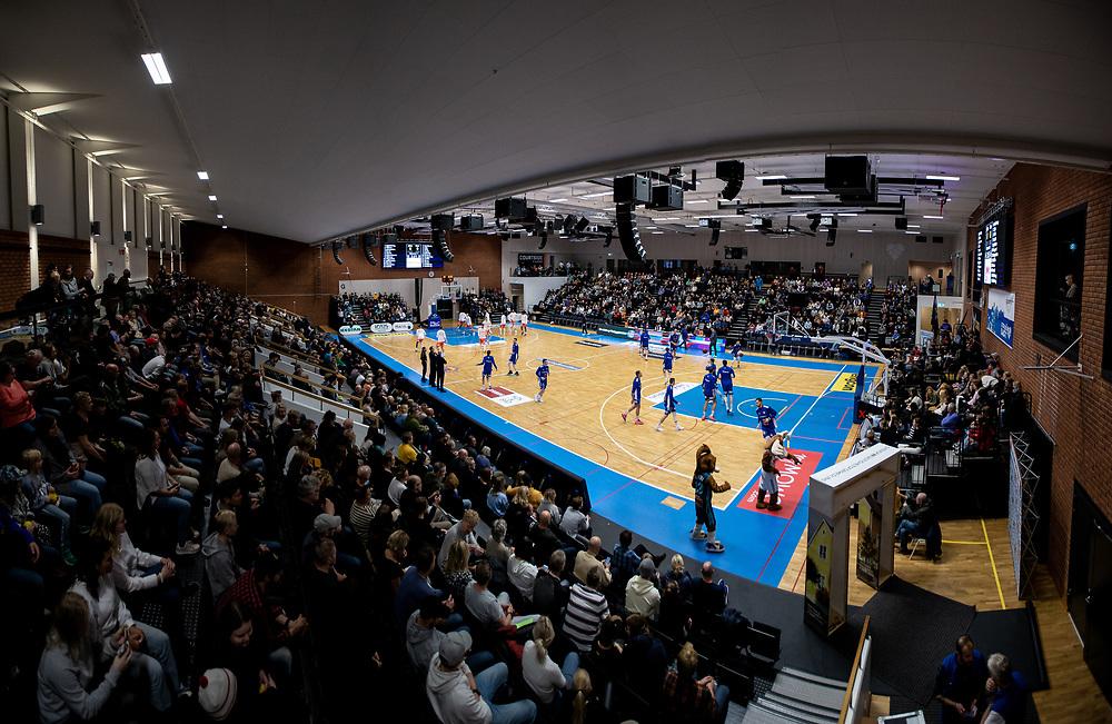 ÖSTERSUND 20211007<br /> Fullsatt i Sporthallen under torsdagens match i basketligan mellan Jämtland Basket och Norrköping Dolphins.<br /> Foto: Per Danielsson / Projekt.P
