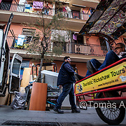 Frequent moves are on the rise in La Barceloneta, the popular and touristy old maritime quarter. Locals have to leave their flats because they cannot afford the rent increases that in many cases can amount to 400%.