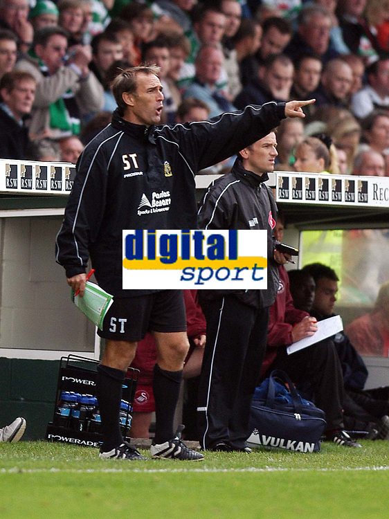 Photo: Alan Crowhurst.<br />Yeovil Town v Swansea. Coca Cola League 1. 08/10/2005. Yeovil coach Stevie Thompson directs the troops.