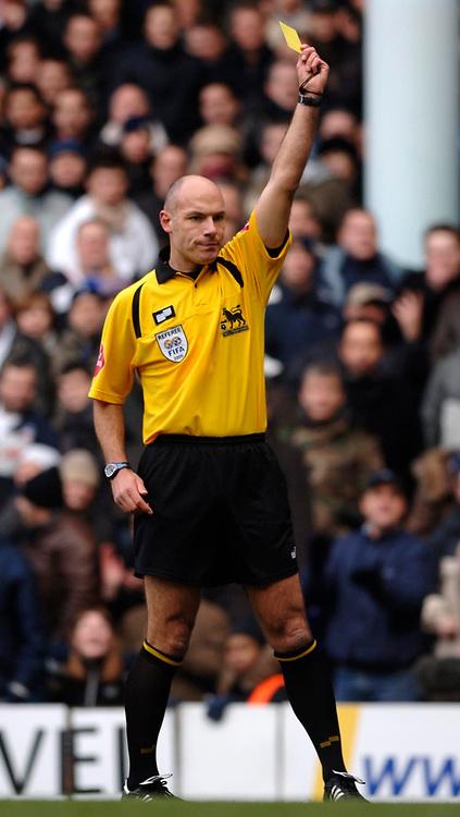 Photo: Daniel Hambury.<br />Tottenham Hotspur v Newcastle United. The Barclays Premiership. 31/12/2005.<br />Referee Howard Webb.