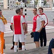 NLD/Rotterdam/20181014 - Iinloop premiere All Stars, Ajaxiueden in Ajax shirt in centrum Amsterdam