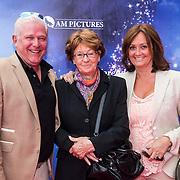 NLD/Ede/20140615 - Premiere film Heksen bestaan niet, Laura Ruiters en partner en haar moeder Ria