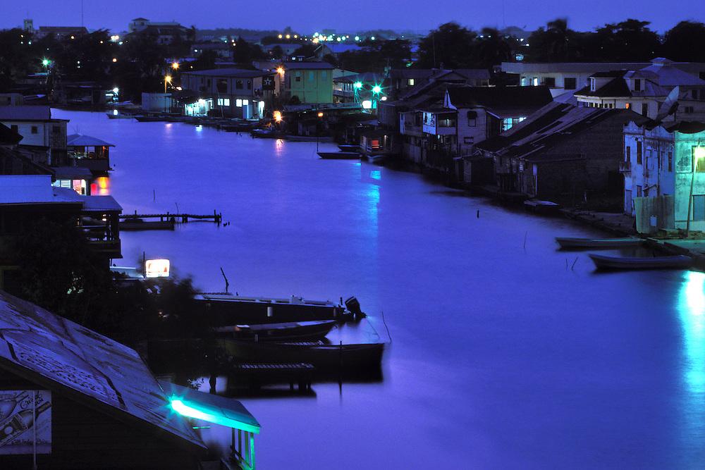 BELIZE / Belize City / Night view of Halouver Creek...© JOAN COSTA