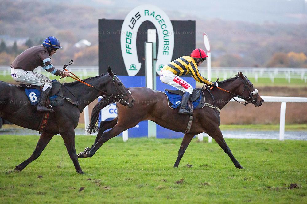 Ffos Las Racecourse, Trimsaran, Wales, UK. Sunday 11 November 2018. Queen Of The Wind (jockey Benjamin Godfrey) wins the Alan Bushell Racing Conditional Jockeys' Handicap Hurdle (Race 7) ahead of Some Can Dance (jockey Harrison Beswick)