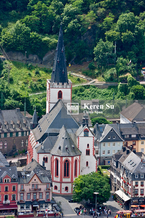 Houses along river Rhine, Upper Middle Rhine Valley (UNESCO World Heritage site), St. Goar, Germany