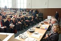 08 SEP 2003, BERLIN/GERMANY:<br /> Uebersicht vor Wiederaufnahme der muendlichen Verhandlung im Ministererlaubnisverfahren Holtzbrinck/Berliner Verlag nach einer Pause, mit den Veretern der Holtzbrinck-Seite (L) und den vertertern des Bundesministeriums fuer Wirtschaft und Arbeit (R), Hoersaal, Bundesministerium fuer Wirtschaft und Arbeit<br /> IMAGE: 20030908-01-062<br /> KEYWORDS: Tagesspiegel, Berliner Zeitung, Berliner Verlag, Übernahme, Uebernahme, Übersicht