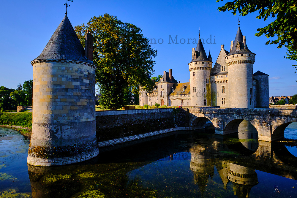 France, Loiret (45), Val de Loire classé Patrimoine Mondial de l'UNESCO, Sully-sur-Loire, Château de Sully-sur-Loire, XIVe-XVIIIe siècles // France, Loiret (45), Loire Valley listed as World Heritage by UNESCO, Sully-sur-Loire, Sully-sur-Loire castle, 14th-18th centuries